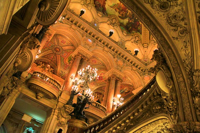 Escadaria do hall de entrada do Opéra Garnier