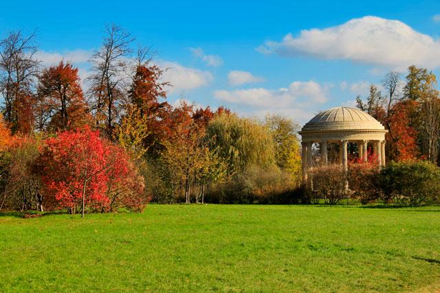 Jardim inlgês do Petit Trianon. Destaque para o Templo do Amor.
