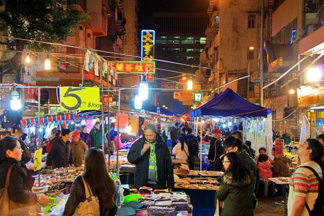 Mercado noturno da Temple Street, entre a Man Ming Lane e a Public Square Street