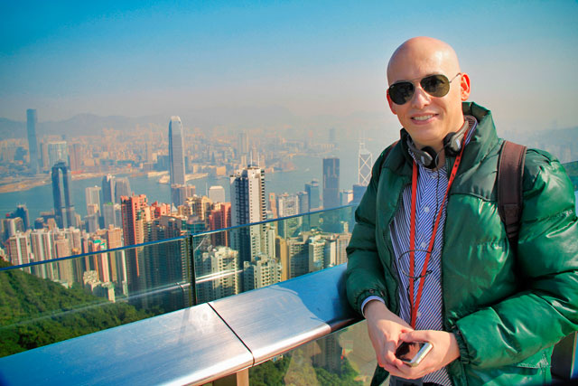 Eu, no mirante The Sky Terrace 428 - Victoria Peak, Hong Kong
