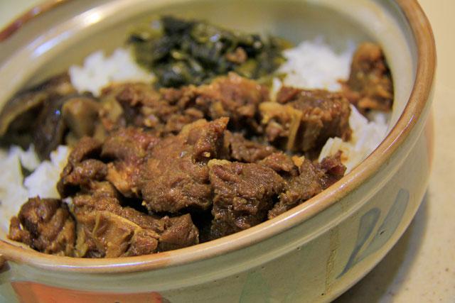 Carne de boi com arroz e vegetais