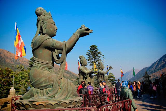 Uma das seis estátuas do conjunto