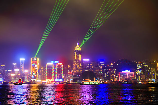Projeção de laser no espetáculo Symphony of Lights, na ilha de Hong Kong