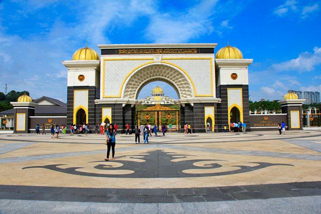 Portão de entrada do Palácio Nacional