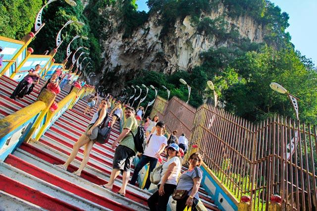 Escadaria que leva às cavernas de Batu Caves
