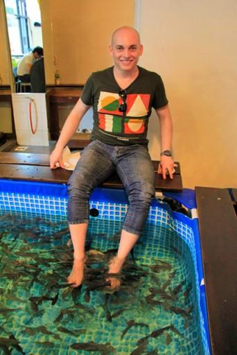 Eu, no Fish spa do Central Market