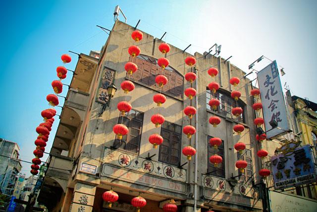 Edifício decorado com motivos chineses, na Almeida Ribeiro