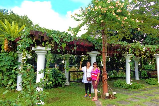 Maria e Norma, no Hibiscus Garden