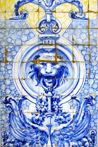 Detalhe de painel de azulejos da rua Cruzes da Sé 13