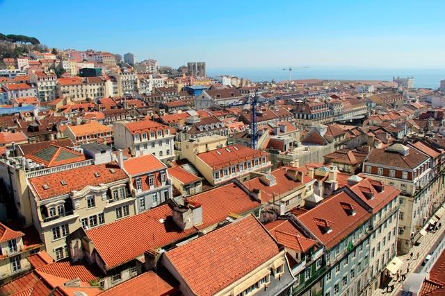 Lisboa vista do Elevador de Santa Justa. Rio Tejo ao fundo