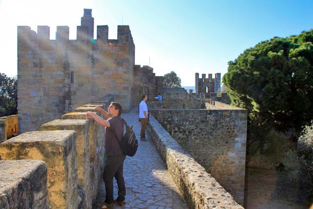 Fortificação do Castelo de São Jorge. Torre de Ulisses à esquerda