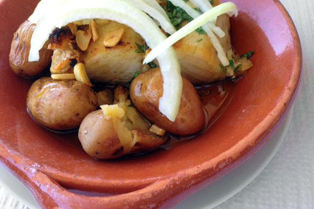 Bacalhau assado servido no restaurante Ilha Doce