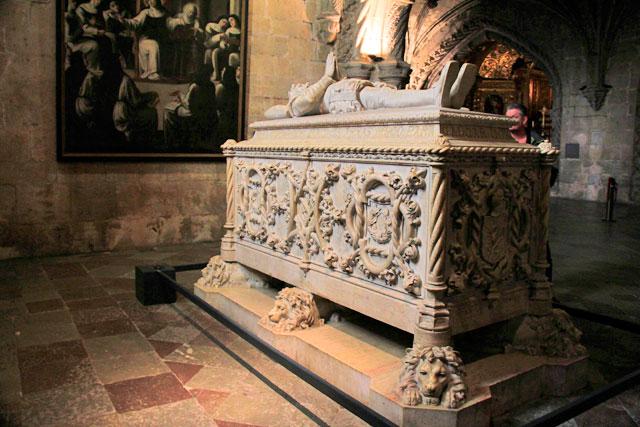 Túmulo de Camões, na Igreja Santa Maria Belém