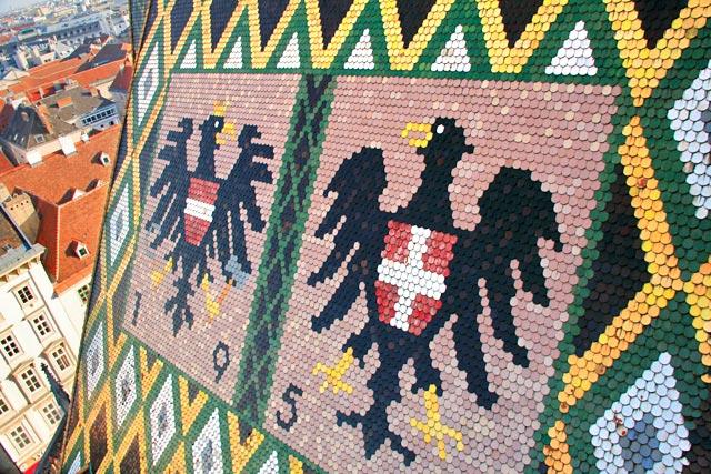 Brasões representados em telhado de mosaico da Stephansdom
