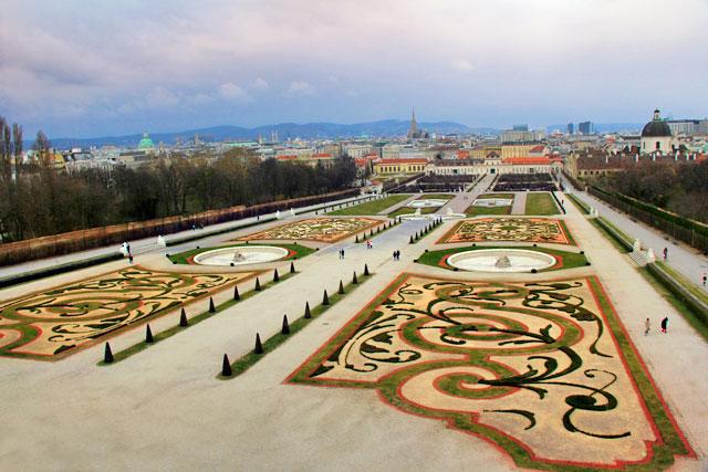 Jardins do Schloss Belvedere. Ao fundo, está o Unteres Belvedere