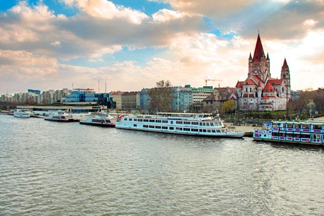 Rio Danúbio visto da Reichsbrücke