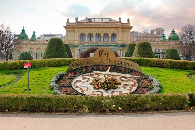 Relógio Floral e Kursalon, no Stadtpark