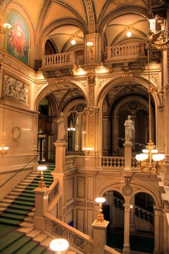 Escadaria central da Wiener Staatsoper