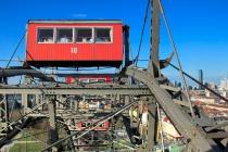 Wiener Riesenrad. À frente, cabine destinada a eventos especiais
