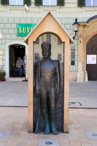Estátua em homenagem à Casa de Guarda da cidade