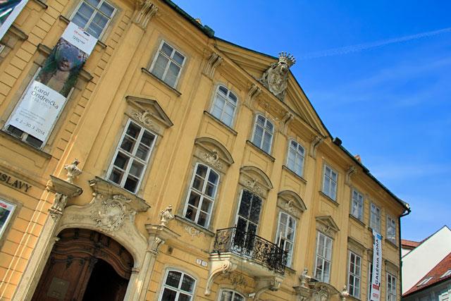 Edifício da Galéria mesta Bratislavy, na Praça Franciscana