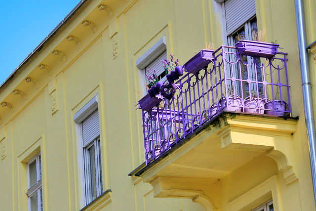 Sacada de apartamento residencial da rua Banskobystrická