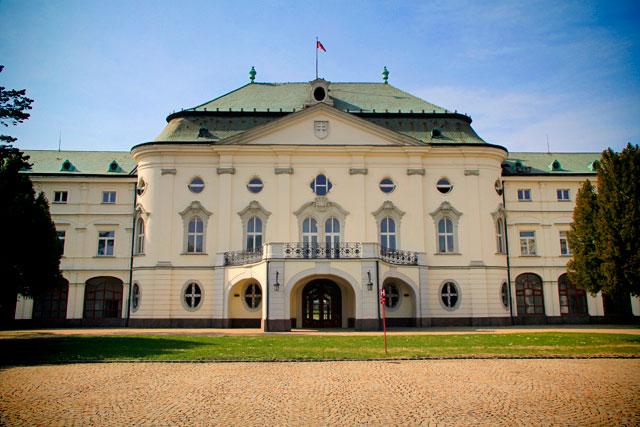 Letný arcibiskupský palác