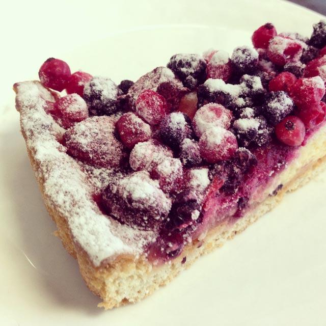 Torta de frutas vermelhas, no Café de l'Europe (via Instagram)