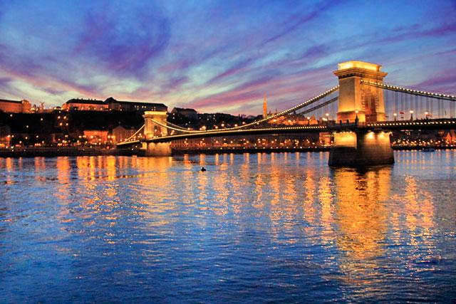 Rio Danúbio e Ponte Széchenyi Lánchíd (Ponte das Correntes)