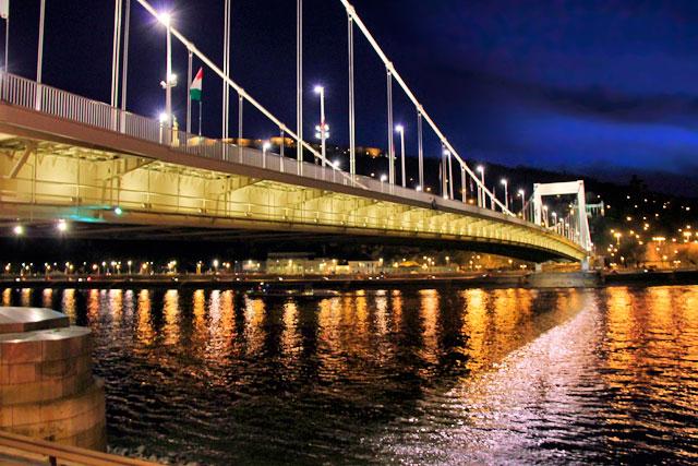 Erzsébet híd (Ponte Elizabeth)