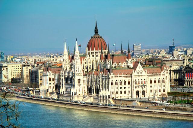 Edifício do Parlamento Húngaro, visto dos mirantes do Castelo de Buda