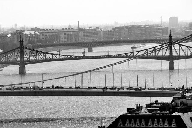 Pontes Elizabeth, da Liberdade e Petőfi, vistas dos mirantes do Castelo de Buda