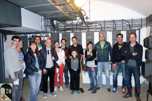 Eu e o Élcio junto ao grupo de visitantes no Sziklakórház Múzeum (Hospital in the Rock) - Foto em www.hospitalontherock.hu