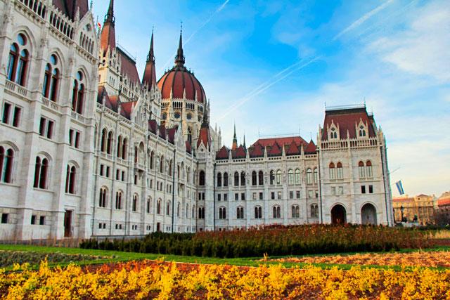 Porção esquerda do edifício do Parlamento Húngaro