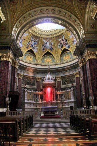 Interior da Basílica de Santo Estêvão