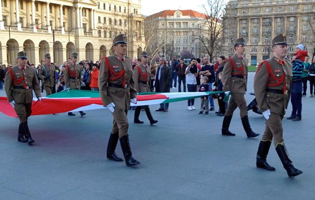 Cerimônia da troca da guarda do Parlamento, na Kossuth Lajos tér