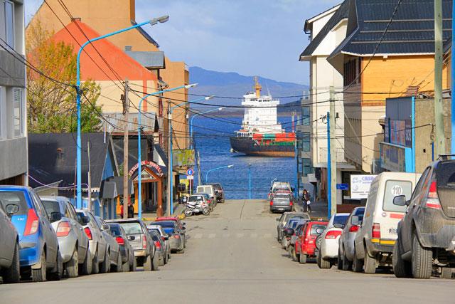 Porto de Ushuaia, visto da R. Antártida Argentida