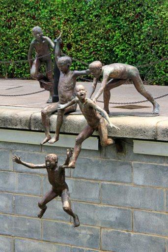Escultura First Generation (Primeira Geração), de Chong Fah Cheong
