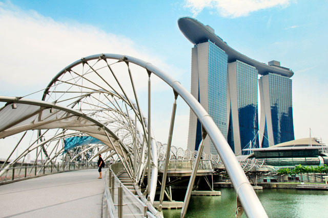 Helix Bridge e o Marina Bay Sands