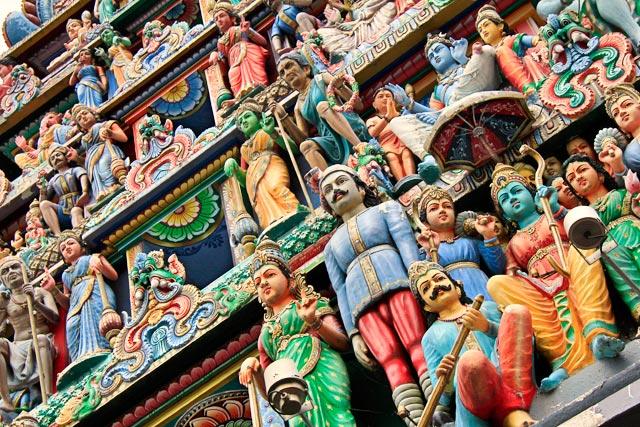 Detalhe do gopura da entrada do Sri Mariammam Temple