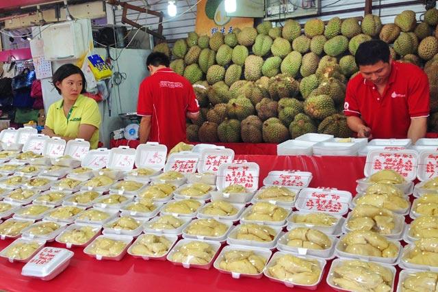 Banca de durians, na galeria Bugis Street