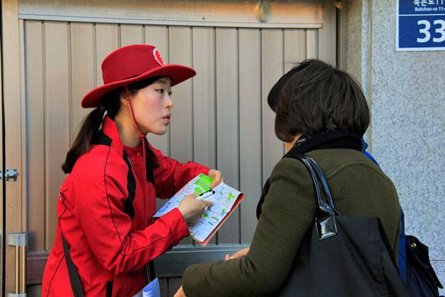 Funcionária do serviço de informações turísticas de Seul