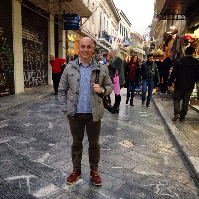 Eu, na Rua Adrianou, em Plaka (via Instagram)