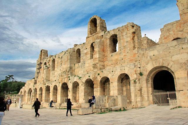 Fachada do Odeão de Herodes Ático, na Dionysiou Areopagitou