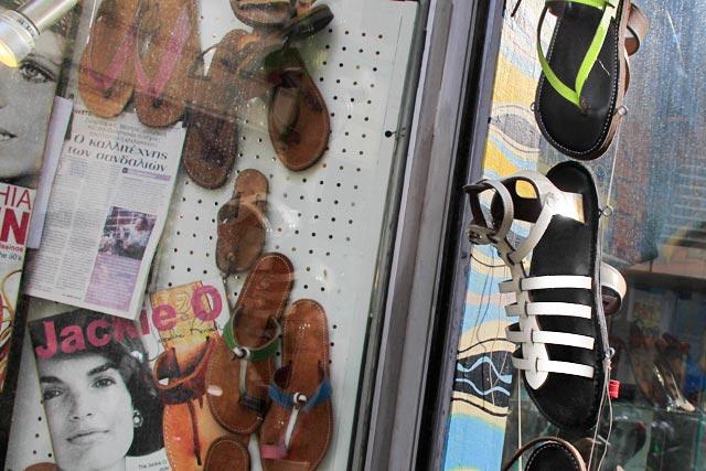 Detalhe da vitrine da loja Melissinos Art