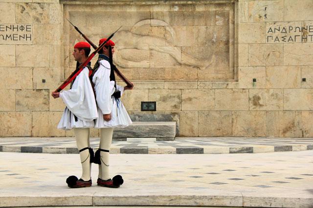 Troca da guarda do parlamento, de frente para a Tumba do Soldado Desconhecido