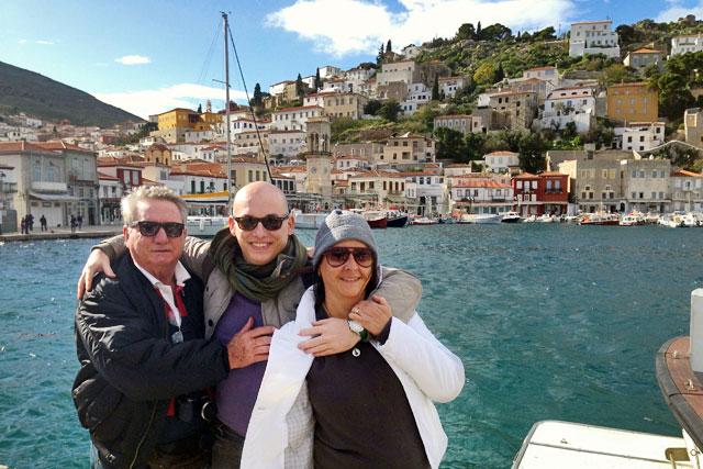 Com meus pais no Porto de Hidra