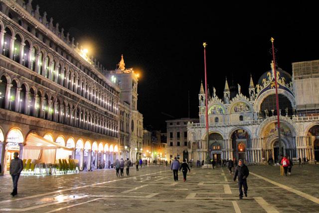 Piazza San Marco, com Basilica di San Marco à direita