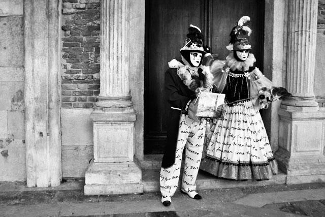 Foliões no Palazzo Ducale, de frente para a Riva degli Schiavoni