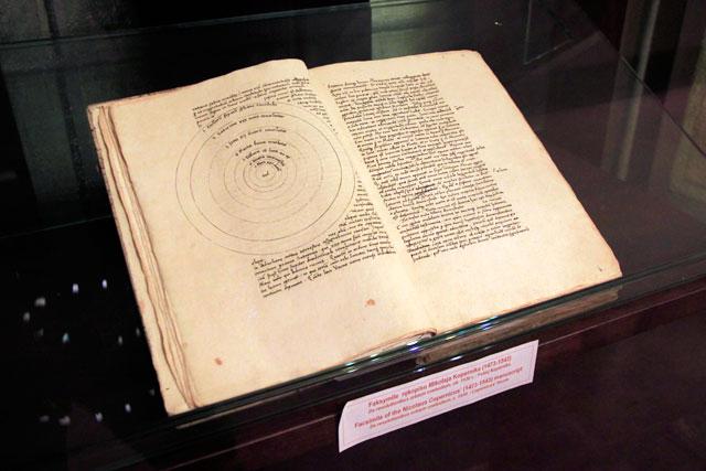 Facsimile do manuscrito de Nicolau Copérnico, no Collegium Maius